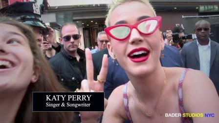 Katy Perry 纽约时代广场发免费樱桃派