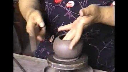 潘伯红女士演示制壶工艺步骤-纯手工和半手工
