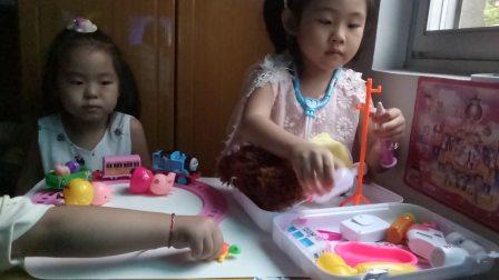 我的玩具世界 小猪佩奇做火车去看望生病的小姑娘