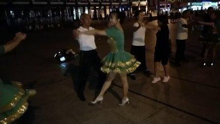 百合广场的夜晚
