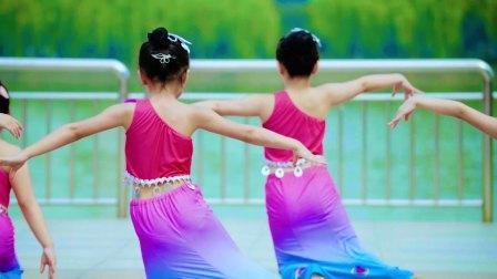 小美女们的傣族舞《彩云之南》 单色舞蹈少儿学员视频欣赏 武汉舞蹈培训