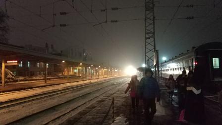 陇海铁路调图后升级新空的K8179次列车渭南两道停车