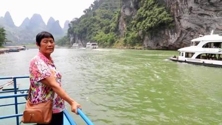 游船游览桂林漓江风景拍摄