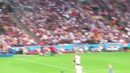 2014巴西世界杯决赛没有播出的一幕:赛场闯入者
