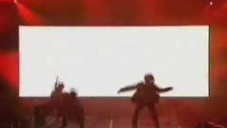 史上最强!模仿偶像杰克逊太空舞现场(真精彩)
