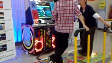 决赛:烧碟PK小宇(北京金银岛电玩  跳舞机5代表演赛)