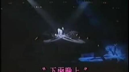 87年刘德华在杰出青年演唱会的表演 下雨晚上