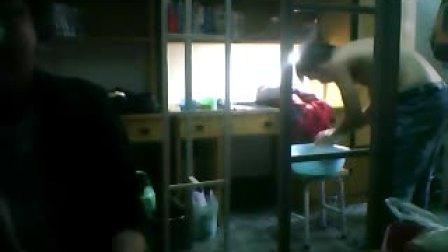 大学生宿舍洗澡(上)