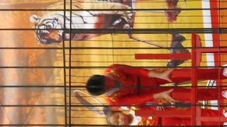 苏州09年11月天平山红枫节杂技表演3--高难度倒立