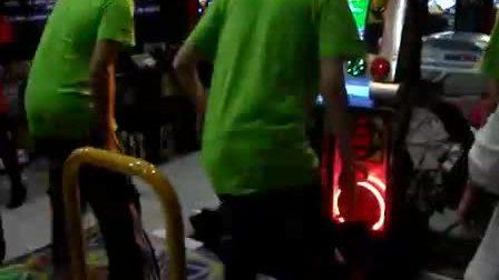 中韩PIU选手挑战跳舞机5代——老D、张允硕