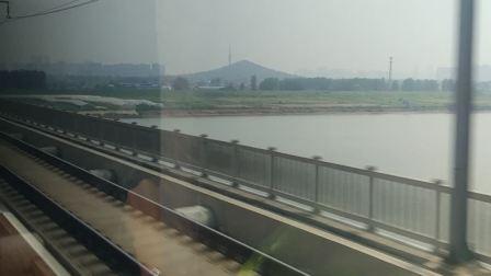 G31次列车(北京南-杭州东)蚌埠淮河大桥通过