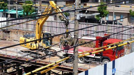 日本工地挖掘机工作