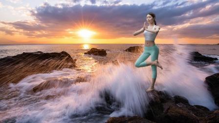 我与瑜伽相约在山水间【2D图片制作成3D动态视频】