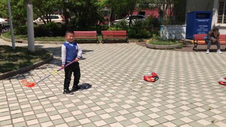 【快7岁】4-10哈哈跟小朋友玩曲棍球比赛IMG_7040