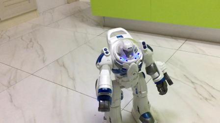 【7岁】5-30哈哈的儿童节礼物,会发射子弹的跳舞机器人IMG_0337