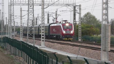 K8352次通过沪昆线沪杭段K181+911KM处乔司机务段旁 HXD1D0684