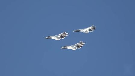 Su-57战机编队训练备战莫斯科航展