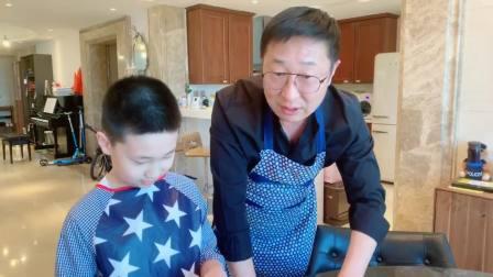 大竣和爸爸林永健包饺子,致敬一线工作者