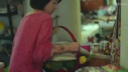 喜欢你 第1集 金城武赖周冬雨家 蹭吃蹭喝睡沙发