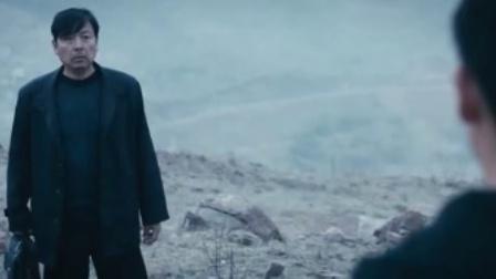 心迷宫 父子爬上小山头 隔着棺材沉默站立