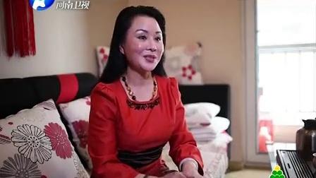 潘长江携美女唱<过河>