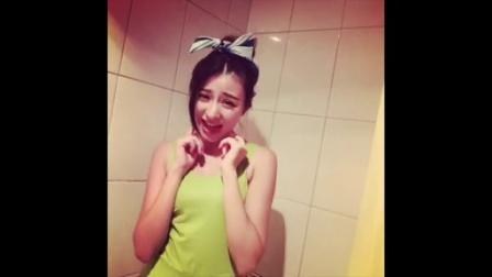 美女在浴室的搞怪自拍