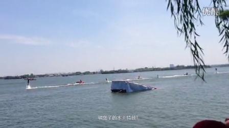 只有发视频你们才能感受之碉堡了的水上特技,这怎么做到的?!