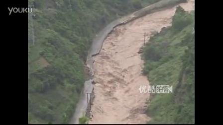 【拍客】云南昭通特大暴雨引发山洪 近6万人受灾