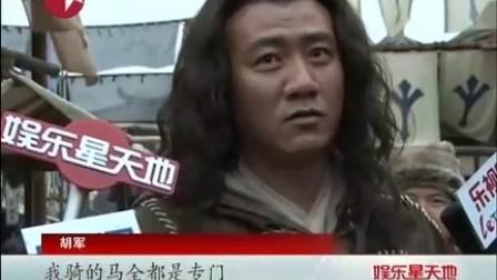 《建元风云》拍马戏 佘诗曼亲自上阵不慎闪腰