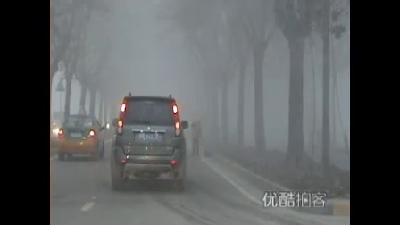 [拍客]实拍古城西安突降大雾