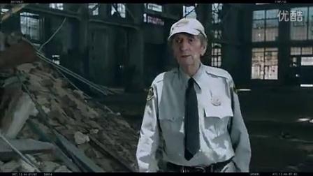 复仇者联盟》首曝删节片段 保安大爷教导绿巨人