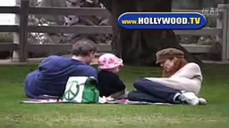 Marcia Cross和双胞胎女儿及丈夫在LA某公园