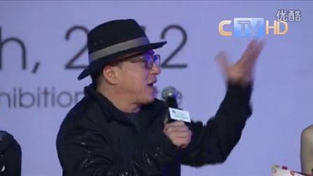 2012MNET亚洲音乐盛典成龙携成家班亮相红毯