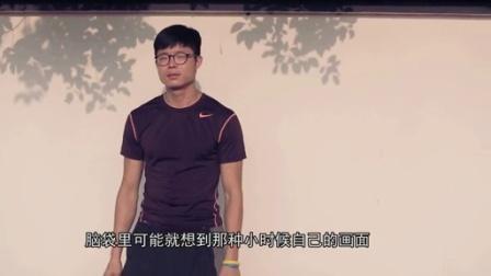 二更视频丨走红朋友圈的老师,必须给他点赞