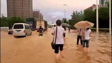 [拍客]实拍6.24武汉不堪降雨侵袭瘫痪场面堪比好莱坞大片