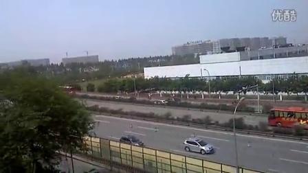 【拍客】四川雅安地震 成雅高速成都入口处11:20分畅通