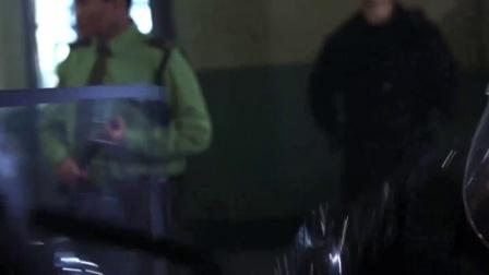 《致命罗密欧  国语版》  内闹事被倒吊 铁链袭警