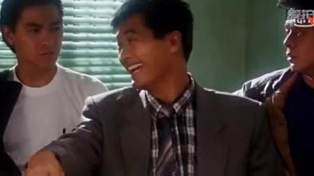 小伙子打麻将学发哥搓牌, 结果还真胡了清一色