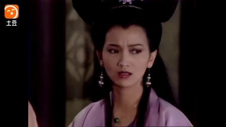许仙姐姐看到白素贞和小青先后飞出去, 吓呆了