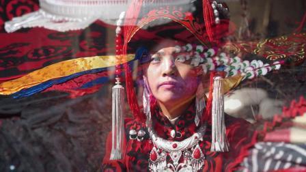 精彩视频彝族姑娘出嫁前亲人都这样为她准备