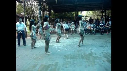 景区的套路——那些所谓'原始部落'女人的尬舞
