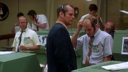 《阿波罗13号》  智囊团急中生智 逆转电流补电力