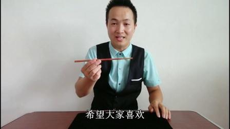 餐桌上表演筷子穿透嘴巴魔术! 不要太帅? 原来这么简单