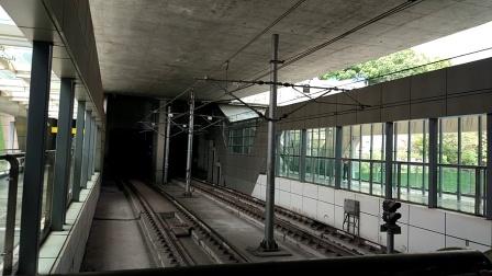 重庆轨道交通6号线列车进大剧院站