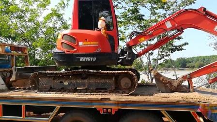 _ 久保田挖掘机和拖车