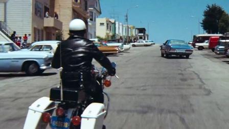 《紧急搜捕令》  克林特飙车躲 掉头狠撞摩托男