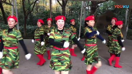 南昌玲玲广场舞(红色娘子军)15人队行