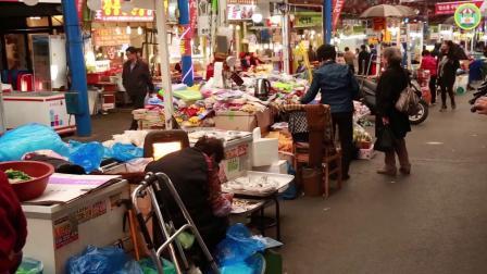 美味鲜甜的排骨肉饼:韩国首尔新堂洞中央市场 街头小吃!