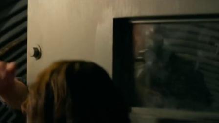科洛弗道10号 美女遭囚禁沦为……不忍直视
