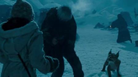 《黄金罗盘》  遭偷袭雪中激战 被劫匪蒙头掳走